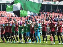 Hannover bejubelt den 1:0-Sieg gegen Düsseldorf