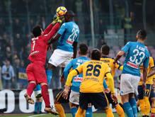 Napoli setzte sich gegen Hellas 2:0 durch