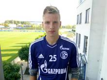 Marvin Friedrich hat beim FC Schalke 04 einen Profivertrag unterschrieben