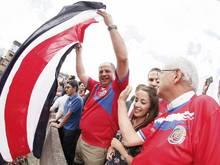Costa Ricas Präsident Luis Guillermo Solis wird zum «Feierbiest». Foto: Jeffrey Arguedas
