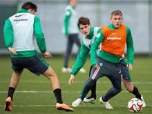 Levent Aycicek (r.) ist zurück im Bremer Training
