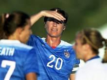 Abby Wambach (M.) erzielte zwei Treffer für die USA gegen Irland