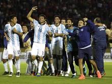 Atlético Tucumán feiert in fremden Trikots