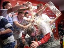Für Köln-Coach Peter Stöger setzte es die obligatorische Bierdusche