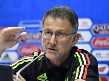 Mexikos Trainer Juan Carlos Osorio verteidigt die Sprechchöre mexikanischer Fans bei einer Pressekonferenz