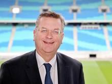 Freut sich darauf, die zehn Spielorte bekannt zu geben: DFB-Boss Grindel