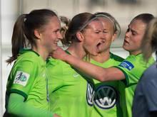 DFB-Star Alexandra Popp (2.v.l.) traf gegen den FC Bayern