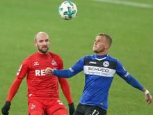 Bielefelds Christoph Hemlein (r.) im Kampf um den Ball mit dem Kölner Konstantin Rausch