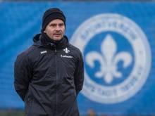 Baut beim SV Darmstadt 98 fleißig um: Der neue und alte Trainer Dirk Schuster