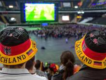 Das Bundeskabinett hat eine Verordnung beschlossen, die die Open-Air-Übertragung der WM-Spiele nach 22 Uhr erlaubt