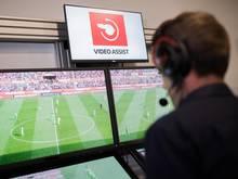 Seit dieser Saison in der Bundesliga im Einsatz: Der Videoassistent