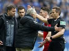 Freiburgs Trainer Christian Streich beschwerte sich vehement bei Schiedsrichter Tobias Stieler