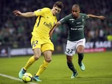 Thomas Meunier (l.) von PSG kämpft mit Gegenspieler Kevin Monnet-Paquet um den Ball