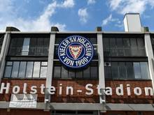 Das Stadion des Fußball-Zweitligisten Holstein Kiel ist nicht erstligatauglich