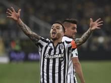 Salonikis Vierinha jubelt nach seinem Tor im griechischen Pokalfinale