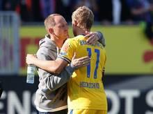 Zukunft offen: Braunschweig-Coach Torsten Lieberknecht (l).