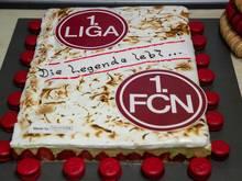 Für den Bundesliga-Rückkehrer 1. FC Nürnberg gab es eine Erdbeer-Pistazien-Torte