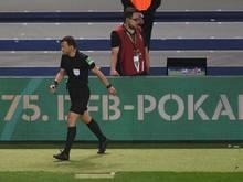 Felix Zwayer steht zu seiner umstrittenen Entscheidung im DFB-Pokal