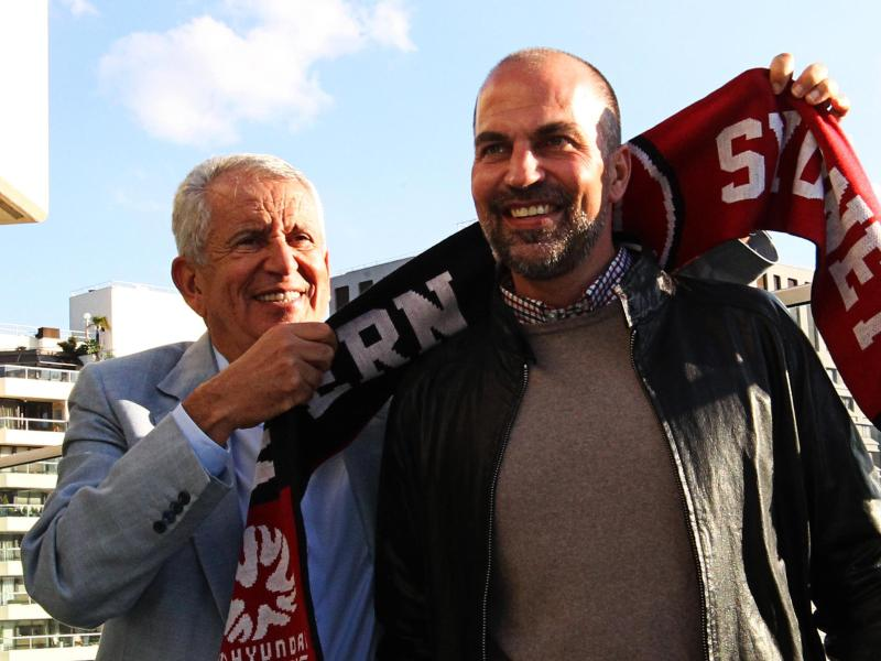 Markus Babbel wurde von Wanderers-Boss Paul Lederer als neuer Cheftrainer begrüßt