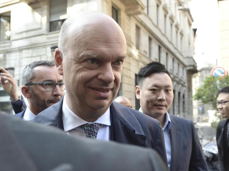 Der Geschäftsführer des ACMailand, Marco Fassone (l.)