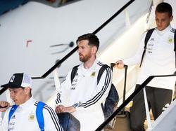 Messi aterriza con sus compañeros de selección en Moscú. (Foto: Getty)