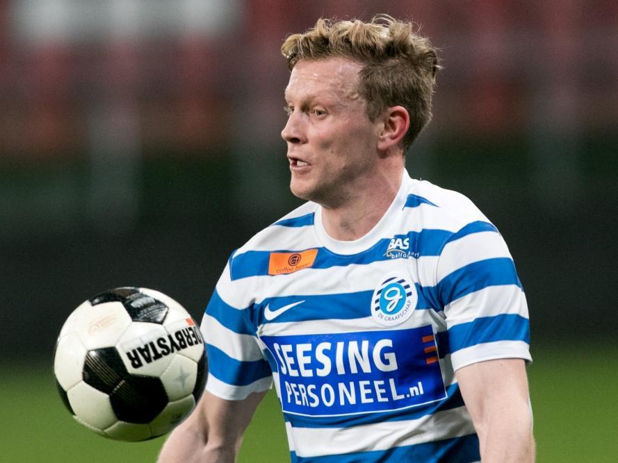 Andrew Driver controleert de bal tijdens het competitieduel Jong FC Utrecht - De Graafschap (30-01-2017).