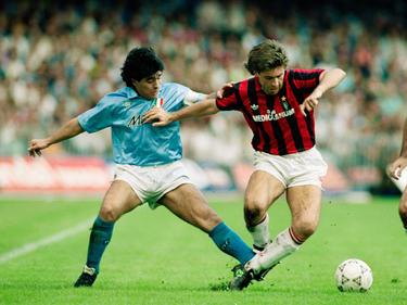 Maradona im Zweikampf mit Carlo Ancelotti (Oktober 1990)