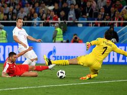 Shaqiri überwindet die serbische Abwehr: Die Schweiz gewinnt mit 2:1