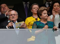 Staatspräsidentin Dilma Rousseff (r.) mit Joseph S. Blatter