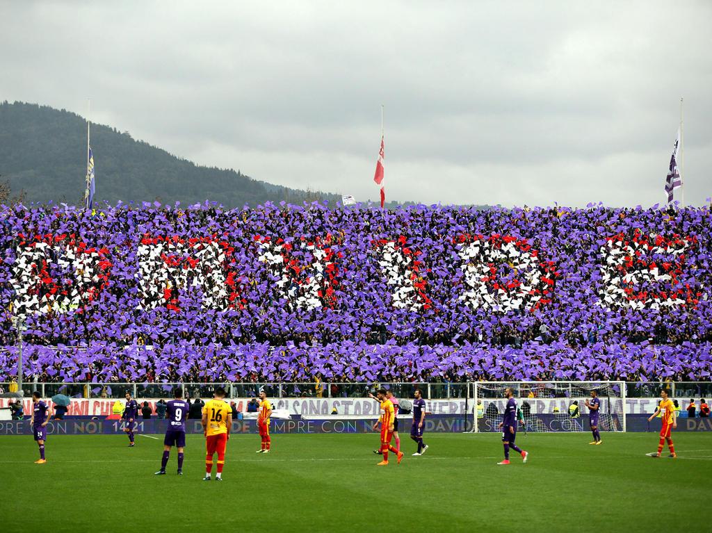 Fans des AC Florenz gedenken dem verstorbenen Kapitän Davide Astori