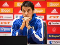 PAOK-trainer staat de pers te woord voorafgaand aan de wedstrijd tegen Ajax. (25-07-2016)