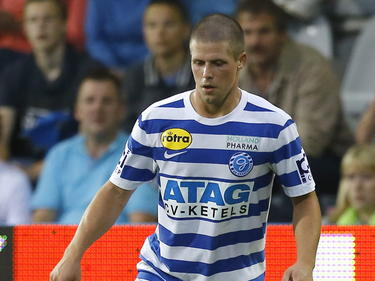 Tim Vincken in balbezit voor de Graafschap tijdens de wedstrijd tegen Telstar in de Jupiler League. (07-08-14)
