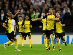 Andrey Yarmolenko (2.v. r.) feiert seinen Treffer im Wembley Stadium