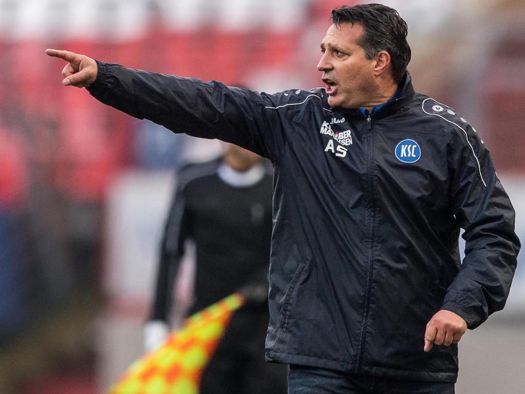 Trainer Alois Schwartz ist beim Karlsruher SC das Gesicht des Erfolgs