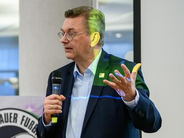 Reinhard Grindel und der DFB beschäftigen sich mit DOH-Forderung