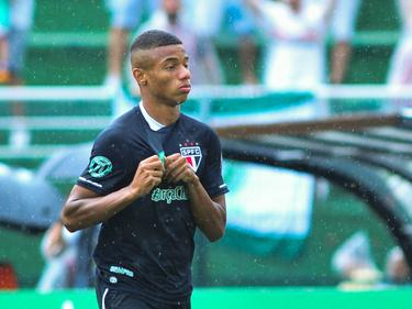 Al in de tweede minuut is David Neres trefzeker voor São Paulo. De aanvaller scoort de openingstreffer tegen Santa Cruz. (11-12-2016)