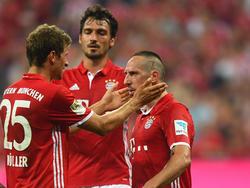 Matts Hummels (M.) kann Franck Ribérys Aussetzer nicht wirklich nachvollziehen