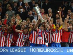 El Atlético levanta la Europa League de la temporada 2009-10. (Foto: Getty)