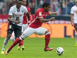 Douglas Costa musste gegen Ingolstadt verletzt vom Platz