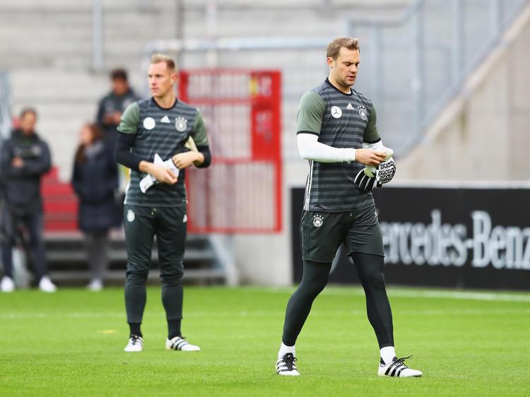 Marc-André ter Stegen (l.) steht im Schatten von Manuel Neuer