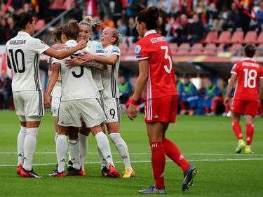 Jubel bei den deutschen Frauen nach dem ersten Elfmetertor gegen Russland
