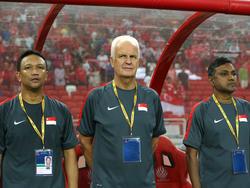 Singapurs Nationaltrainer Bernd Stange (M.) hört auf