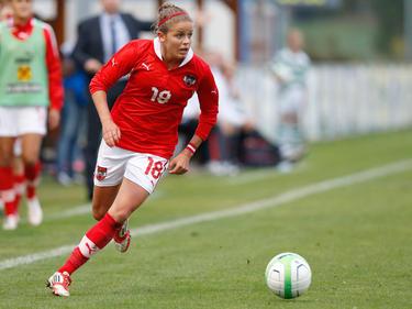 Laura Feiersinger musste kurz vor Schluss verletzt vom Feld