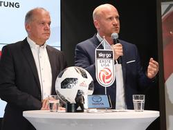 Erwin Fuchs und Bundesliga-Vorstand Christian Ebenbauer