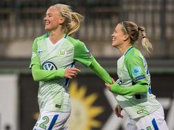 Pernille Harder(l.) traf für den VfL Wolfsburg