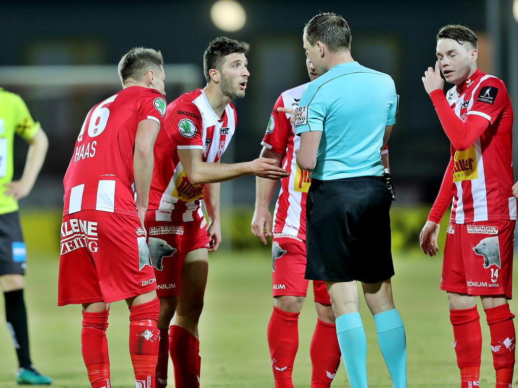 Kapfenberg-Mittelfeldspieler Edvin Hodzic konnte seinen Ausschluss gegen den LASK kaum fassen