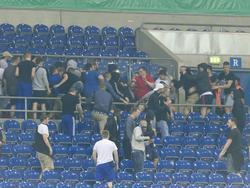 Unschöne Szenen: Gewaltbereite Schalke- und Eintracht-Anhänger gehen nach der Pokalpartie aufeinander los