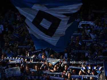 Noch hoffen die Fans vom Hamburger SV auf das Wunder Klassenerhalt in der Fußball-Bundesliga
