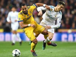 Ronaldo pugna con Benatia por un cuero en el área. (Foto: Getty)