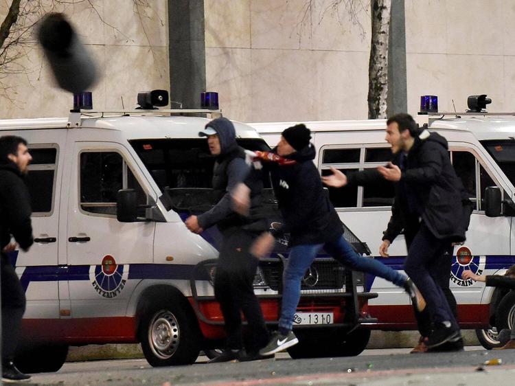 Los altercados se produjeron a la llegada de los fanáticos del Spartak al estadio bilbaíno. (Foto: Imago)